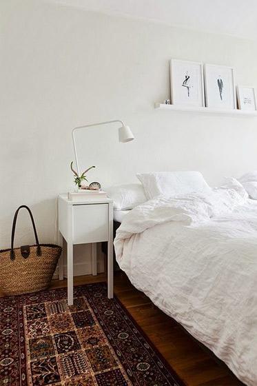 美式白色床头柜效果图