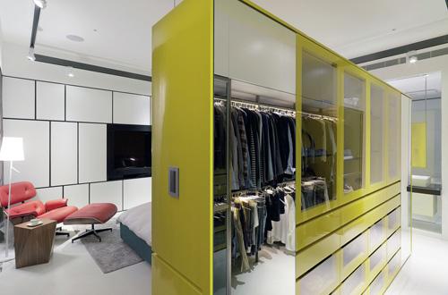 柠檬绿+玻璃现代风格大衣柜效果图