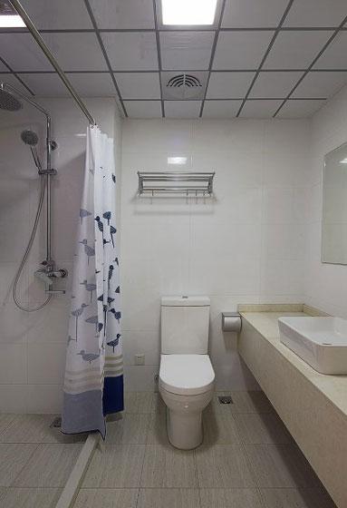 简约卫生间集成吊顶效果图