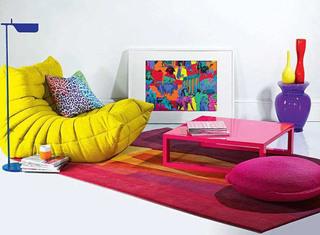 枚红色茶几地毯黄色单人沙发效果图
