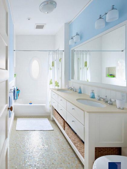 白色蓝色清新卫生间效果图