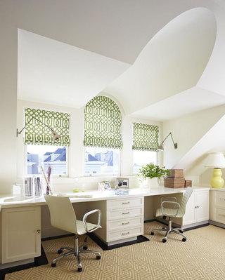 白色书桌飘窗效果图