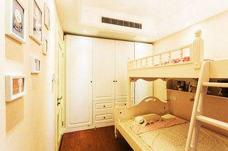 白色双层床效果图