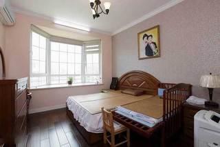 简单实用暖色壁纸卧室设计效果图