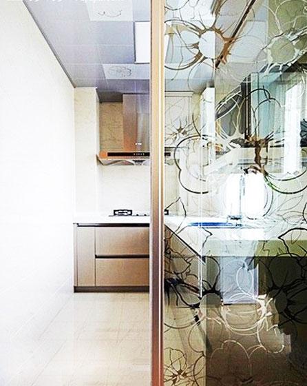 开放式厨房玻璃隔断设计