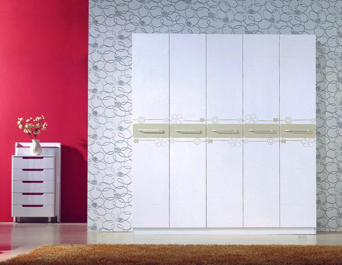 简约白色五门衣柜效果图