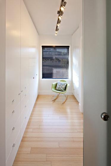 白色整体衣柜设计装修效果图片