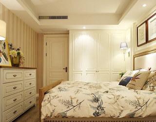 白色优雅衣柜图片