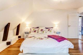 北欧原木阁楼卧室设计效果图