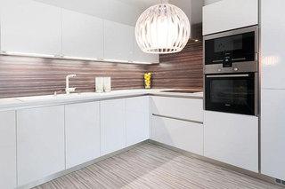 白色简洁橱柜厨房设计效果图