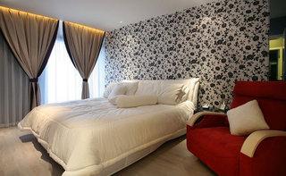 时尚卧室落地窗设计效果图