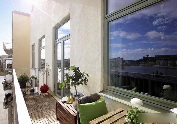 白色简洁阳台设计效果图