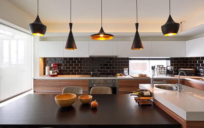 个性灯具打造温馨开放式厨房