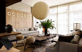 原木色拼接沙发背景墙