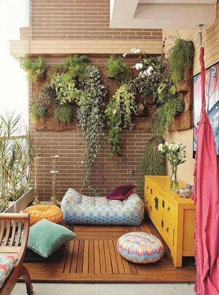 绿植爬上外墙