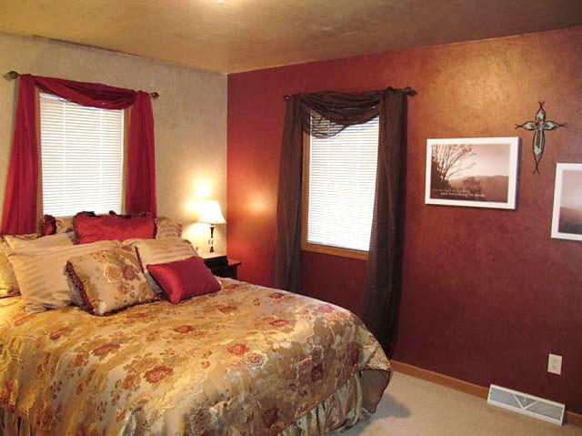 优雅暗红色卧室设计