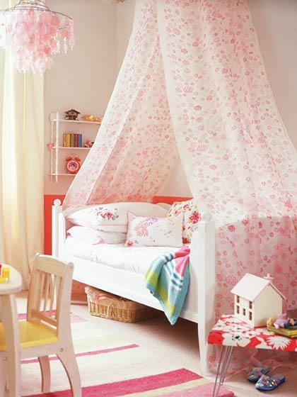 可爱粉色女生卧室