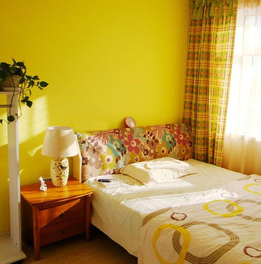 温馨黄色卧室装修