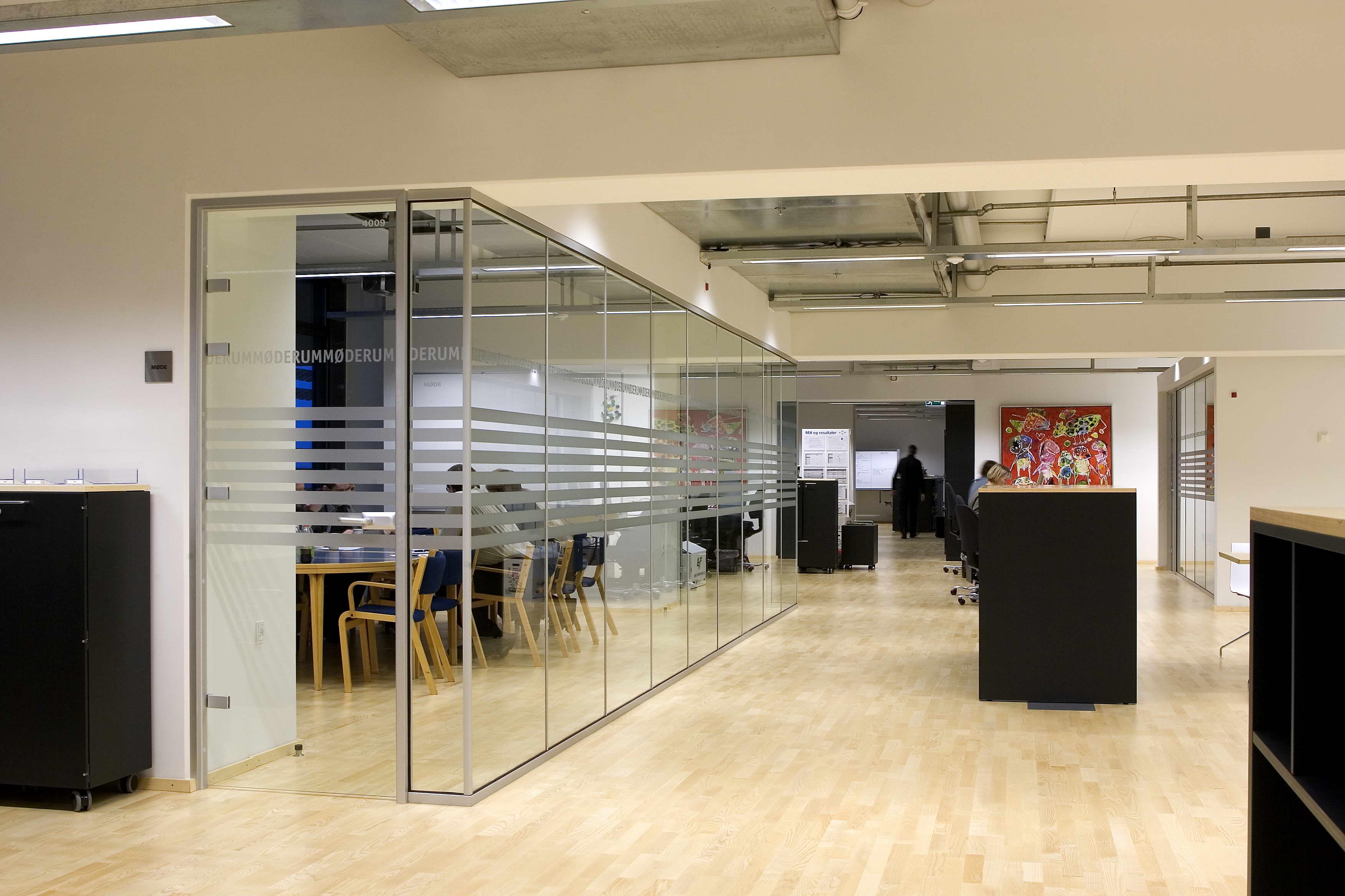 办公室玻璃隔装修效果图