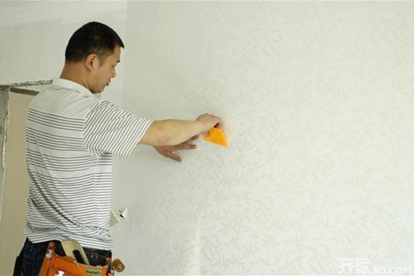 墙纸施工工艺五七:粘贴壁纸