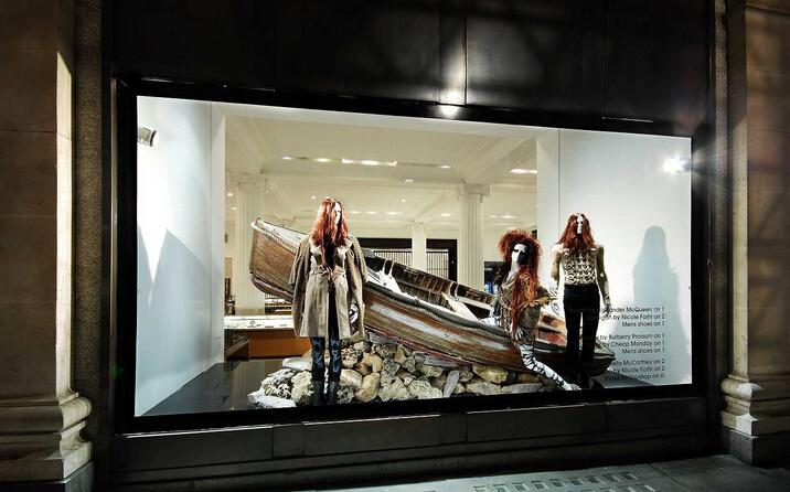 女装店面橱窗图片