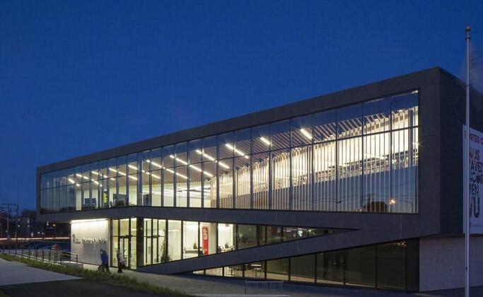 图书馆外墙玻璃效果图