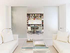 极简主义公寓设计 巧用隔断让空间更舒适
