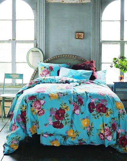 蓝色复古风卧室布置图