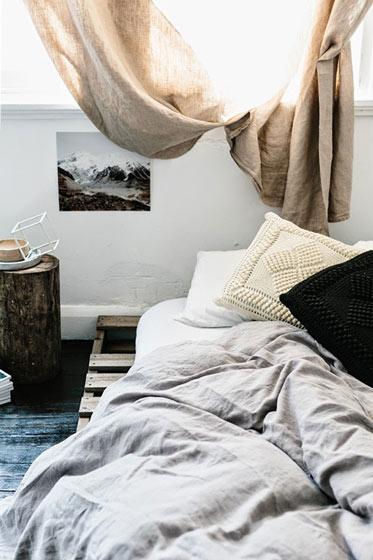 简洁卧室垫仓板床