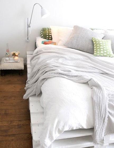 白色卧室垫仓板