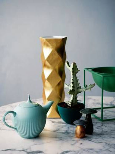 金属质感花瓶效果图片