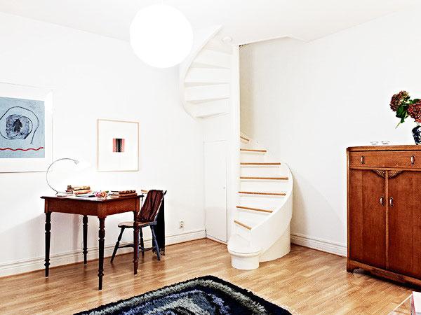 温馨北欧风客厅 复式旋转楼梯设计