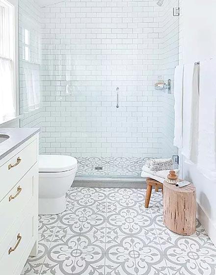 时尚花纹卫浴间地砖