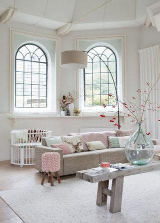 粉色客厅毛线凳子