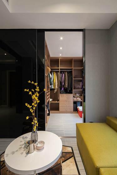 90平米现代简约装修衣柜设计