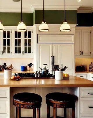 美式木质厨房吧台设计效果图