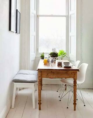 小户型实木家庭餐桌图片