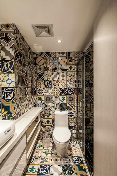 个性波普风洗手间瓷砖效果图