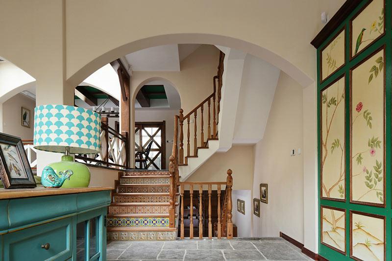 客厅有楼梯装修效果图