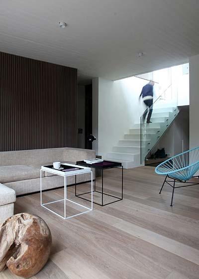 日式客厅复式楼梯效果图