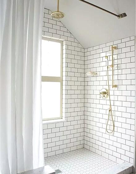 白色卫浴间装修效果图