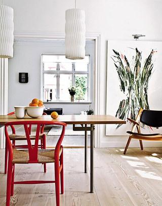 温馨木质餐桌装修设计