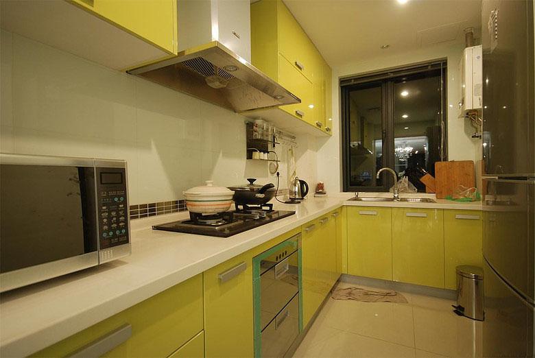 现代简约荧光黄厨房装修效果图