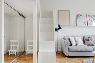 粉白色公寓白色楼梯装修效果图
