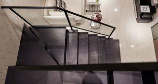 现代简约黑色旋转楼梯效果图