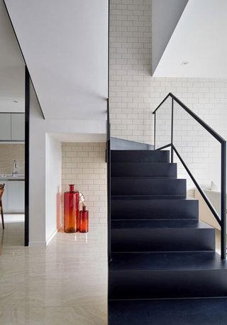 现代简约黑色楼梯效果图