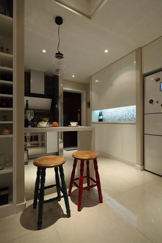 美式开放式厨房小吧台效果图