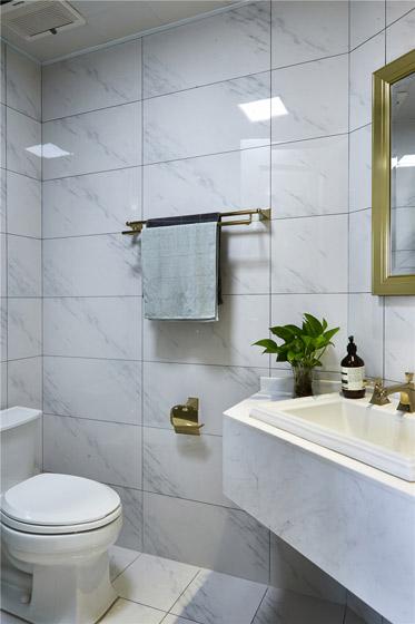 北欧风格小户型白色卫生间装修图片