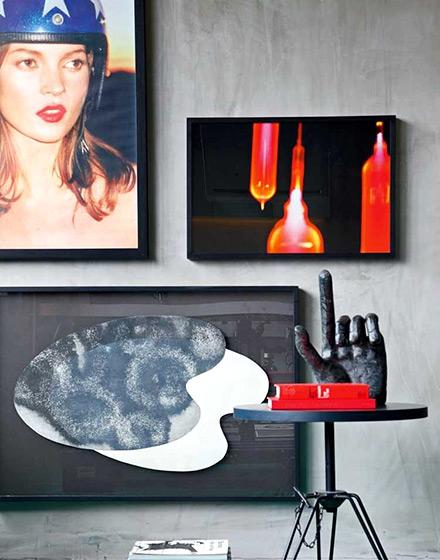 86平单身公寓客厅背景墙装饰画