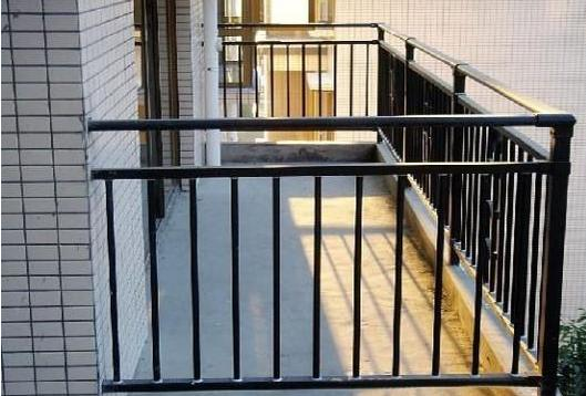 阳台护栏用什么好